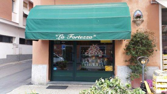 Gavi, Italia: Il negozio dall'esterno