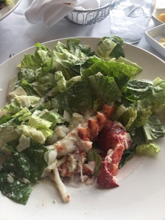 Hemenway's Seafood Grill & Oyster Bar: Cezar salad with lobster