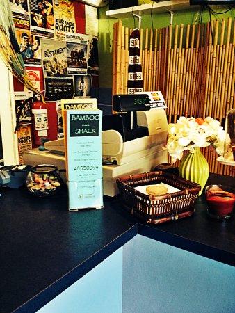 Holloways Beach, Australia: Bamboo Snack Shack order counter
