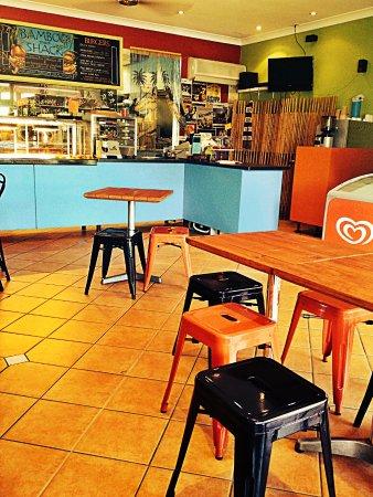 Holloways Beach, Australia: Burgers, quick snacks, salads, fish and chips.