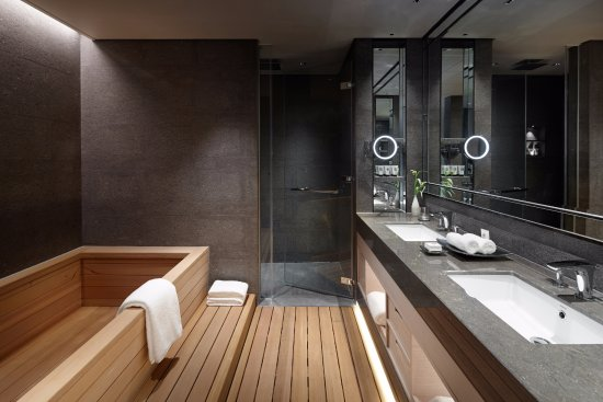 Signiel Seoul Korean Suite Bathroom