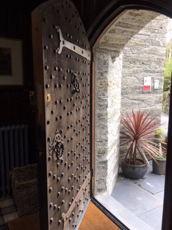 Machynlleth, UK: Beautiful entrance door to the Castle