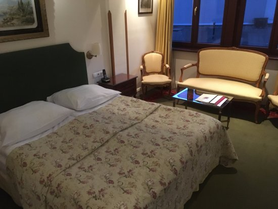 Hotel Grodek: Large, immaculate, comfortable bedroom