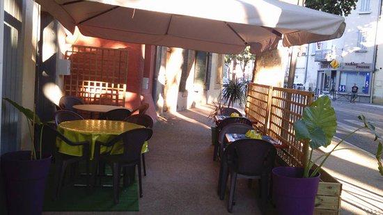 Saint-Cannat, Frankrig: terrasse d'été