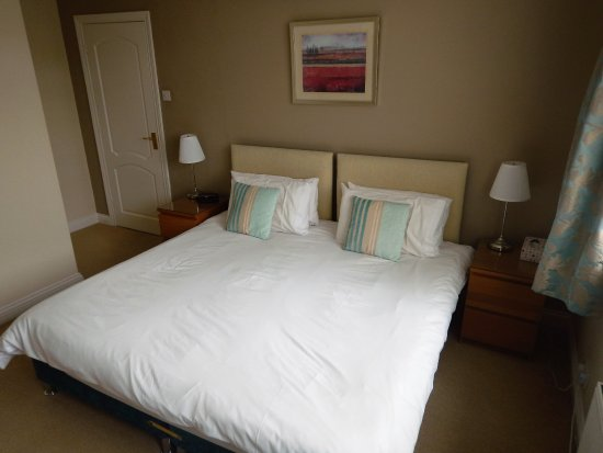 Alexander House: King-Size/ Twin Room
