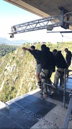Tsitsikamma National Park, Sør-Afrika: Het moment van de sprong! ook hier wordt je goed begeleid