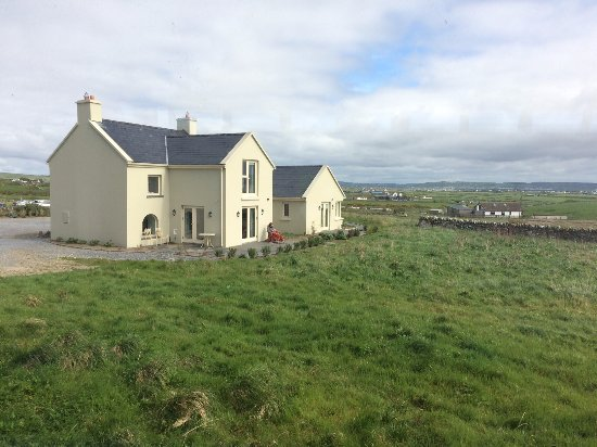 Lahinch, Ireland: The little cottages