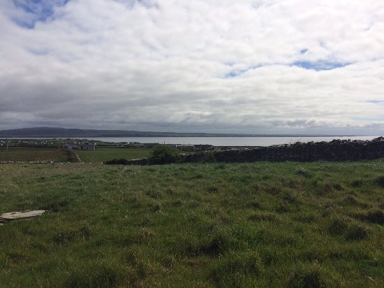 "Lahinch, Irlanda: View from ""the barn"", the lovely yoga studio"