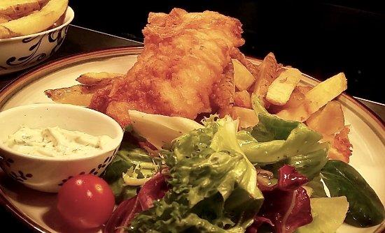 Newry, UK: Hake à l'Orly, chunky chips, side salad, tartar sauce