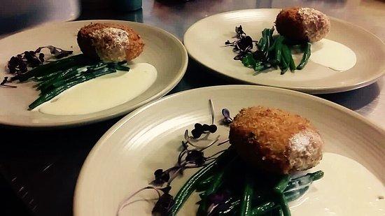 Newry, UK: Salmon & cod fish cakes, garlic green beans, creamy white wine sauce