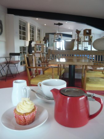Lutterworth, UK: tea and cake