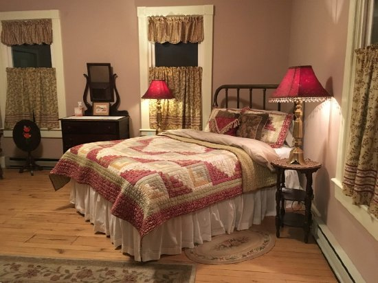 Monterey, VA: Maple Room, Q bed