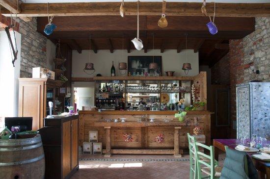 Cadrezzate, Italia: IL BANCONE DEL LOCALE