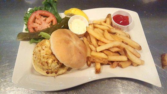Ruddy Duck Brewery & Grill: Crab Cake Sandwich