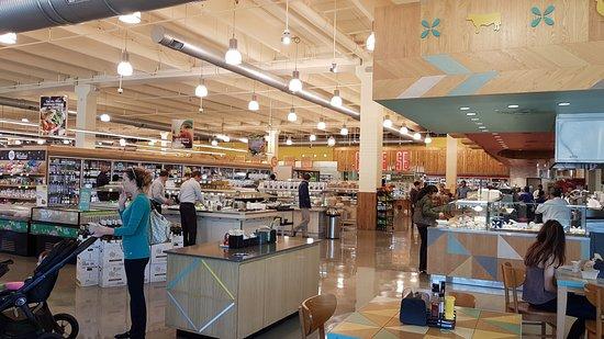 The Woodlands, TX: Área do buffet e mesas.