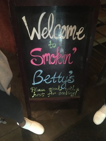 Smokin' Betty's: Welcome sign at entrance