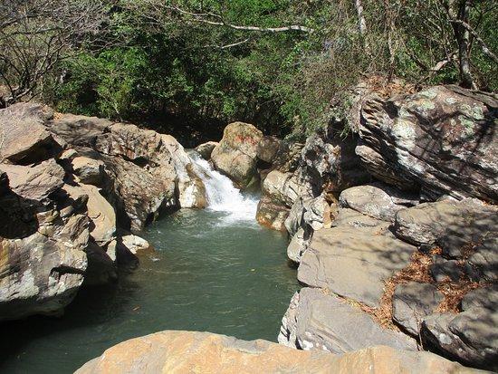 Curubande, Costa Rica: Leuk riviertje met watervalletjes na tip van de gastheer