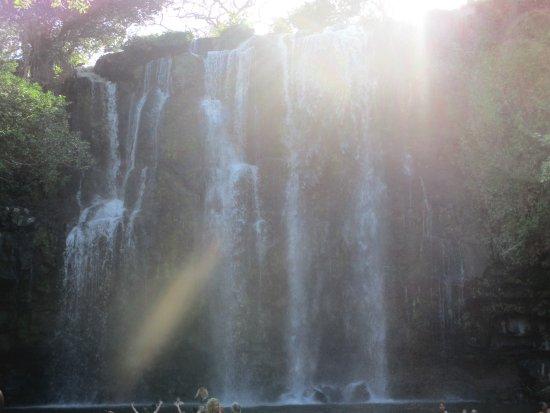 Curubande, Costa Rica: Waterval in de omgeving na de tip van Charlie