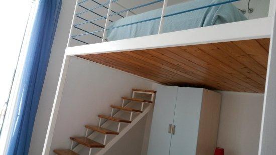 Hotel Mari : Кровать наверху