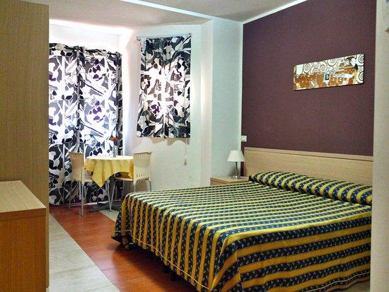 Camera matrimoniale picture of kassiopea hotel giardini naxos tripadvisor - Hotel alexander giardini naxos ...