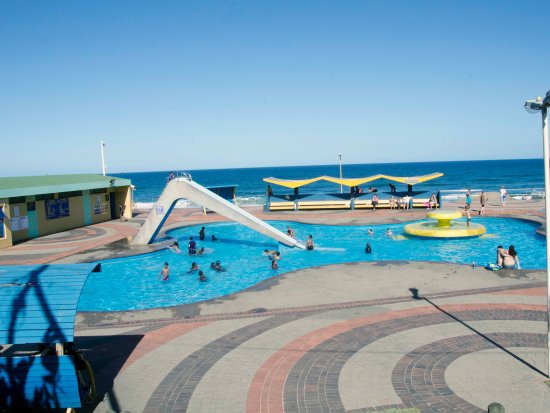 Bluff, South Africa: great family fun, safety for the kids and adults,life savers on duty every day 2 km from guest h