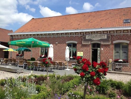 L'Estaminet de la Ferme du Mont Saint-Jean: la terrasse de l'estaminet de la ferme du mont saint jean