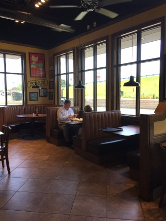 Zaxby's: dining room