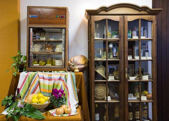 Zuheros, España: Productos y artesanía de la comarca