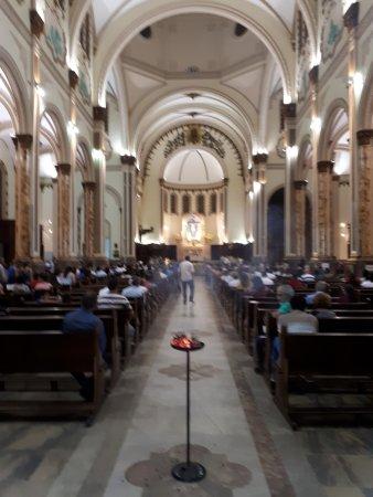 Pouso Alegre, MG: Nave principal da catedral