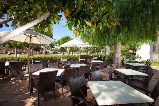 Terraza comedor con vistas a jardín - Bild von smartline Mariant, S ...