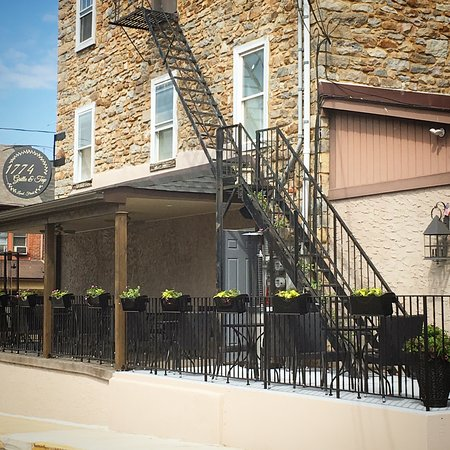 Hellertown, PA: 1774 grille patio dining