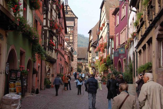 Vieille Ville : beautiful streets of Riquewihr