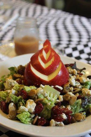 Tryon, NC: Huckleberry's House Salad