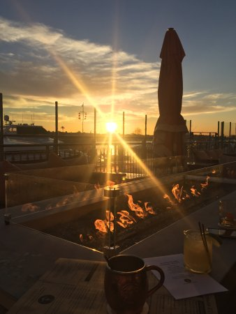 Balboa Bay Resort: Evening drinks at A&O