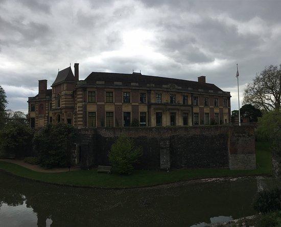 Eltham Palace and Gardens: photo1.jpg