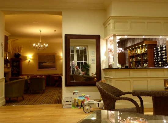 Kelling, UK: View from the Orangery to the lounge and bar areas