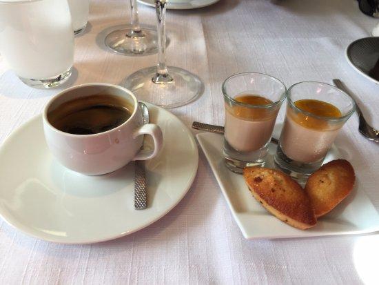 Houlgate, فرنسا: café (choix de plusieurs crus et ses mignardises )