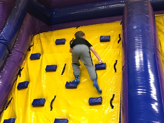 Woburn, MA: Good bouncy section for the under 7s that's can't use the LaserCraze