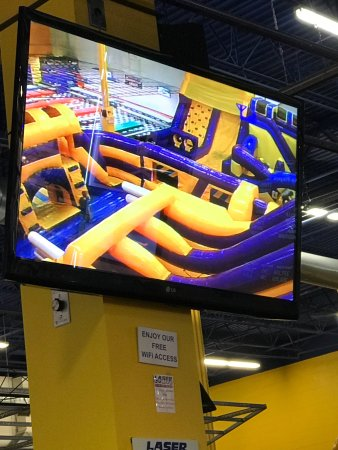 โวเบิร์น, แมสซาชูเซตส์: Good bouncy section for the under 7s that's can't use the LaserCraze