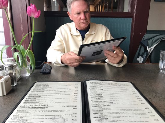 La Conner, WA: A quaint and charming restaurant, indoor and outdoor seating.