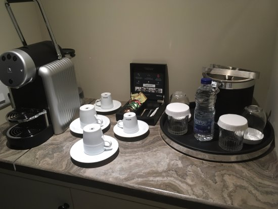 Ancaster, Canada: We had Nespresso machine in our room.