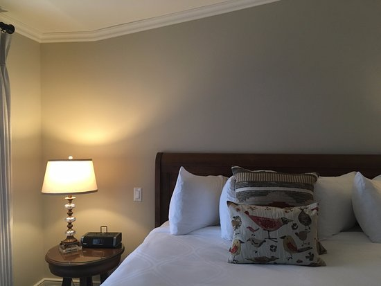 Ancaster, Kanada: The bed was huge and comfortable.