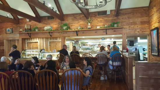 Elm Mott, TX: Several dining areas helps for large crowds