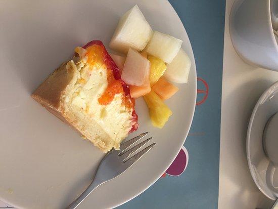 Hotel OTTO: Cheesecake for breakfast yum!