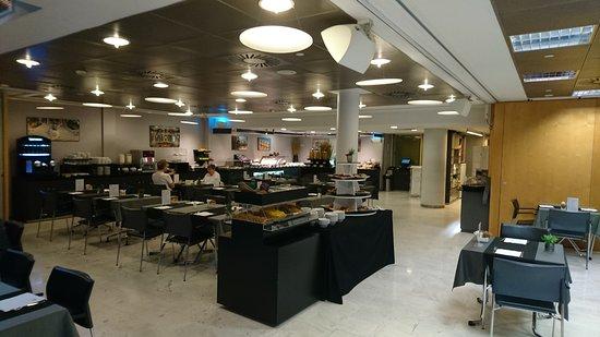 Ayre Hotel Caspe: Early during breakfast buffet.