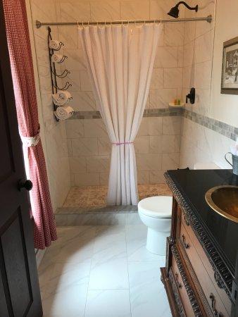 New Hamburg, Canadá: Newly Renovated Washroom Jackson Room