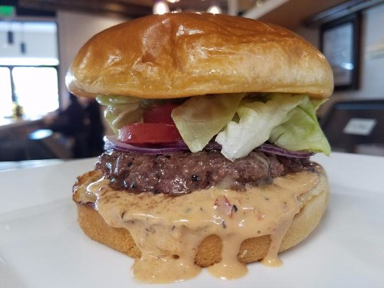 Dunwoody, GA: The Vino Venue Burger with come-back sauce