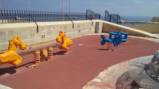 Lower Barrakka Gardens : Children's play area