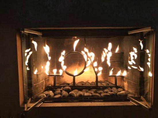 Paradise Ridge Winery : LOVE the fireplace! BURNING L-O-V-E!