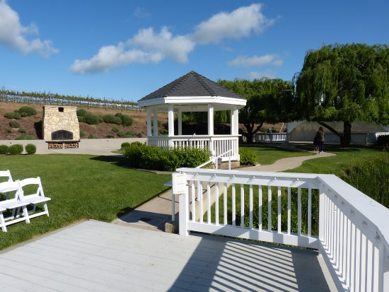 Hollister, Kalifornia: Gazebo, pizza over, bridal party area